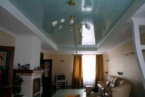Плюсы и минусы установки натяжных потолков в ванной